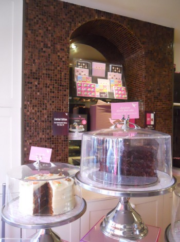 Notting Hill Hummingbird Bakery near London Vacation Rentals