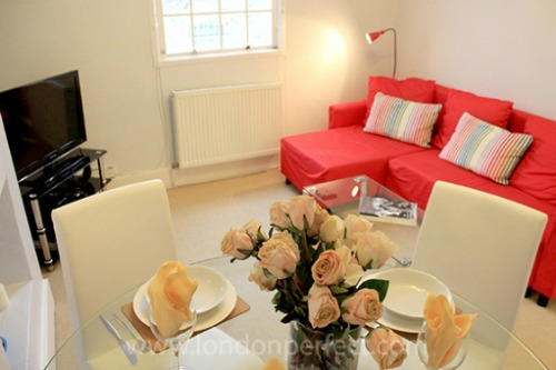 Two Bedroom Vacation Rental in Notting HIll Living Room