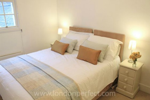 Two Bedroom Vacation Rental in Notting HIll Master Bedroom