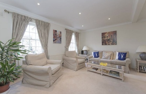 Notting Hill Mews for Sale Living Room