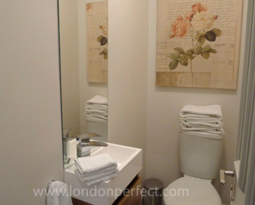 London Perfect Vacation Rental Powder Room