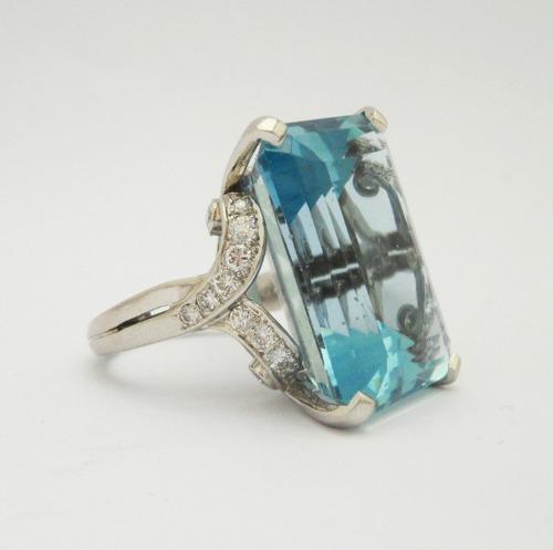 Anthea AG - A fine aquamarine and diamond ring with a large central aquamarine circa 1940s 8500 OIAAF