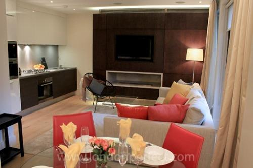 Pelham Two Bedroom Chelsea Vacation Rental London