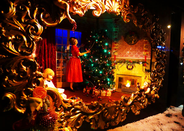 3.2 s christmas windows london