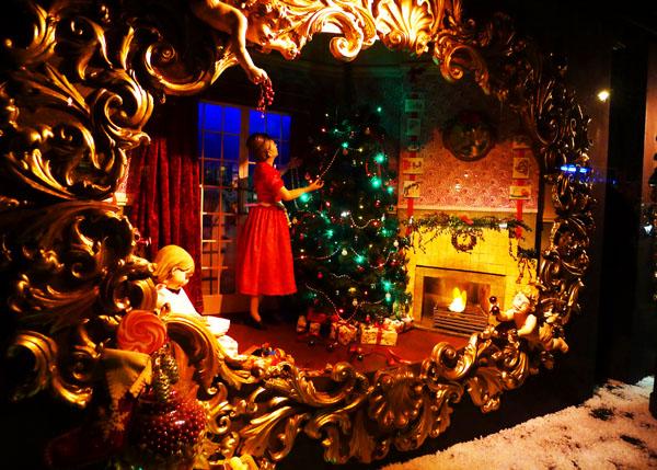 3.2 s christmas windows london
