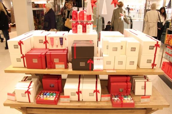 45-molton-and-brown-christmas-display-peter-jones-london
