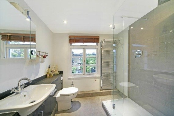 London Property for Sale Pembroke Place Bathroom