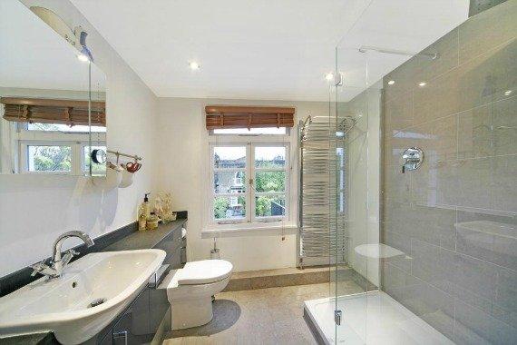 London Property for Sale Pembroke Place Bathroom