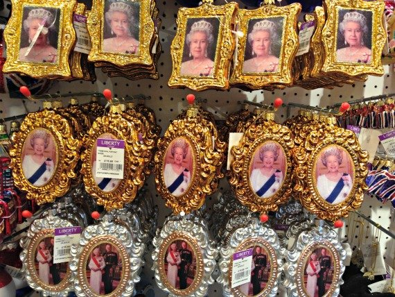 A touch of royalty for your Christmas tree?