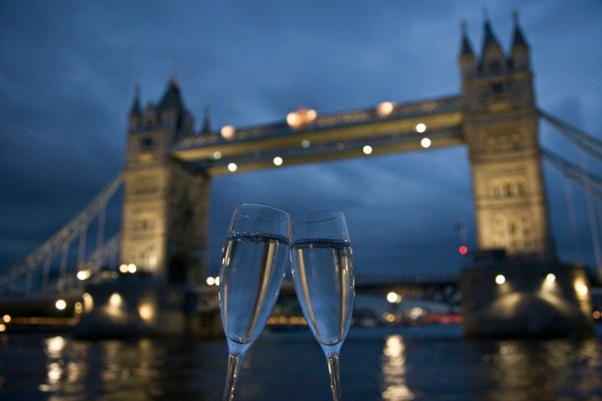 Champagne Valentines day London Ideas celebrate