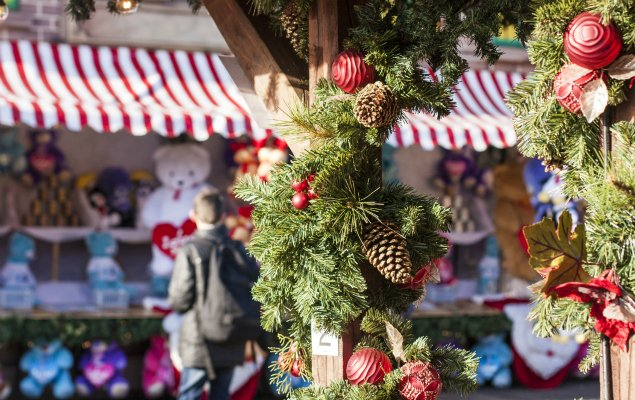 FA-74589641-christmas-market-small