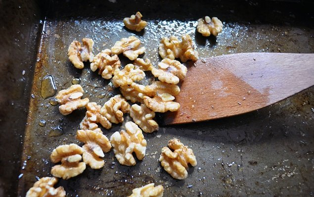Warm salad Honey Walnuts