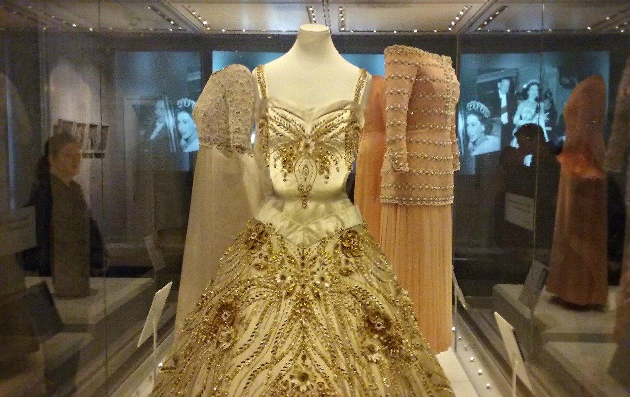 Queen-Elizabeth-Dress-HERO diana dresses