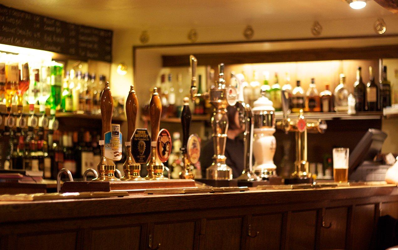 London-pub-bar
