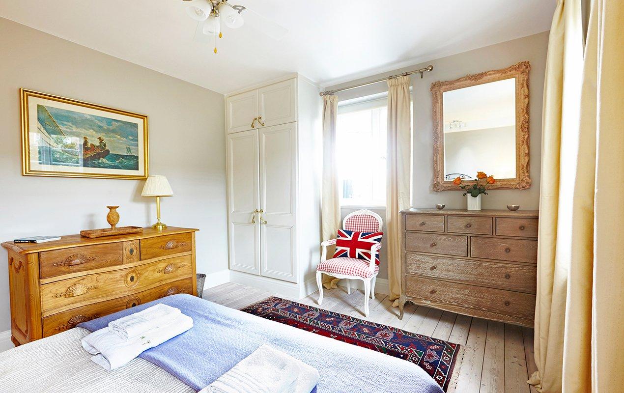 macdonald-bedroom-3-decor