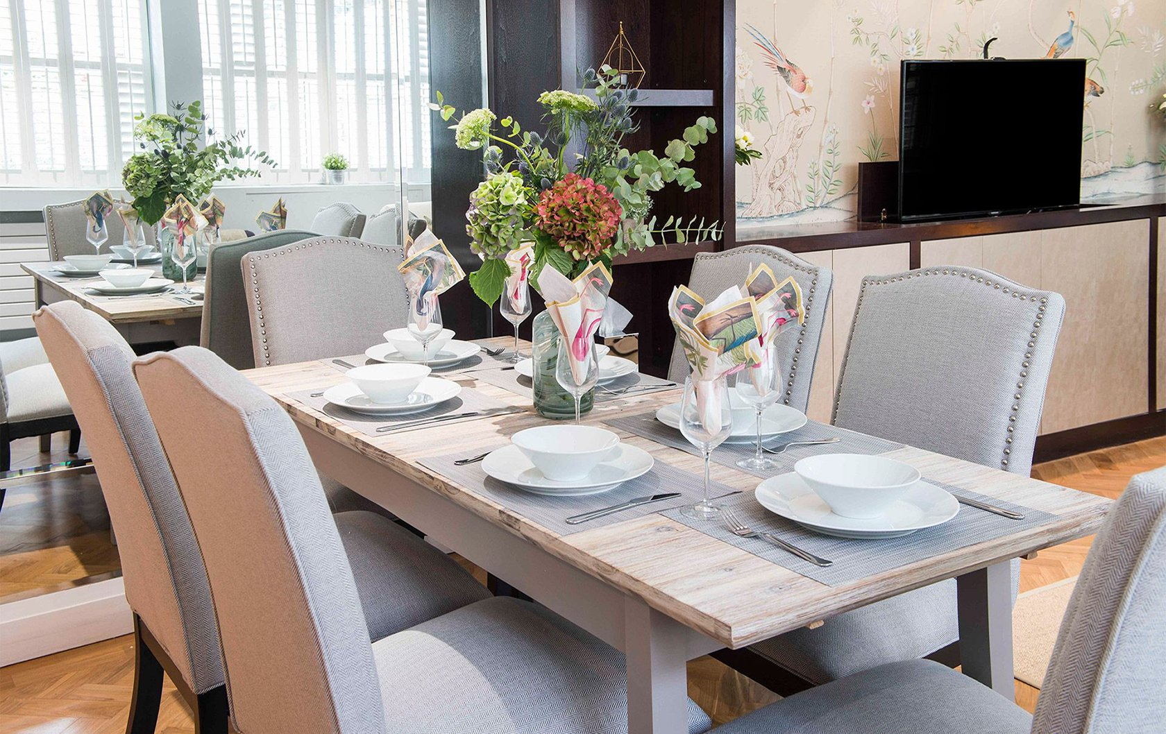 eldon-apartment-rental-dining-table