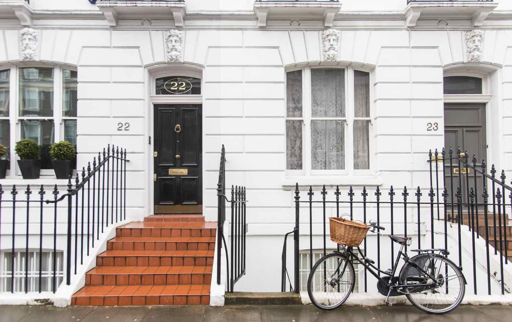 The Kensington Guide For Kings: Live Like Royalty In London's Most Regal Neighborhood