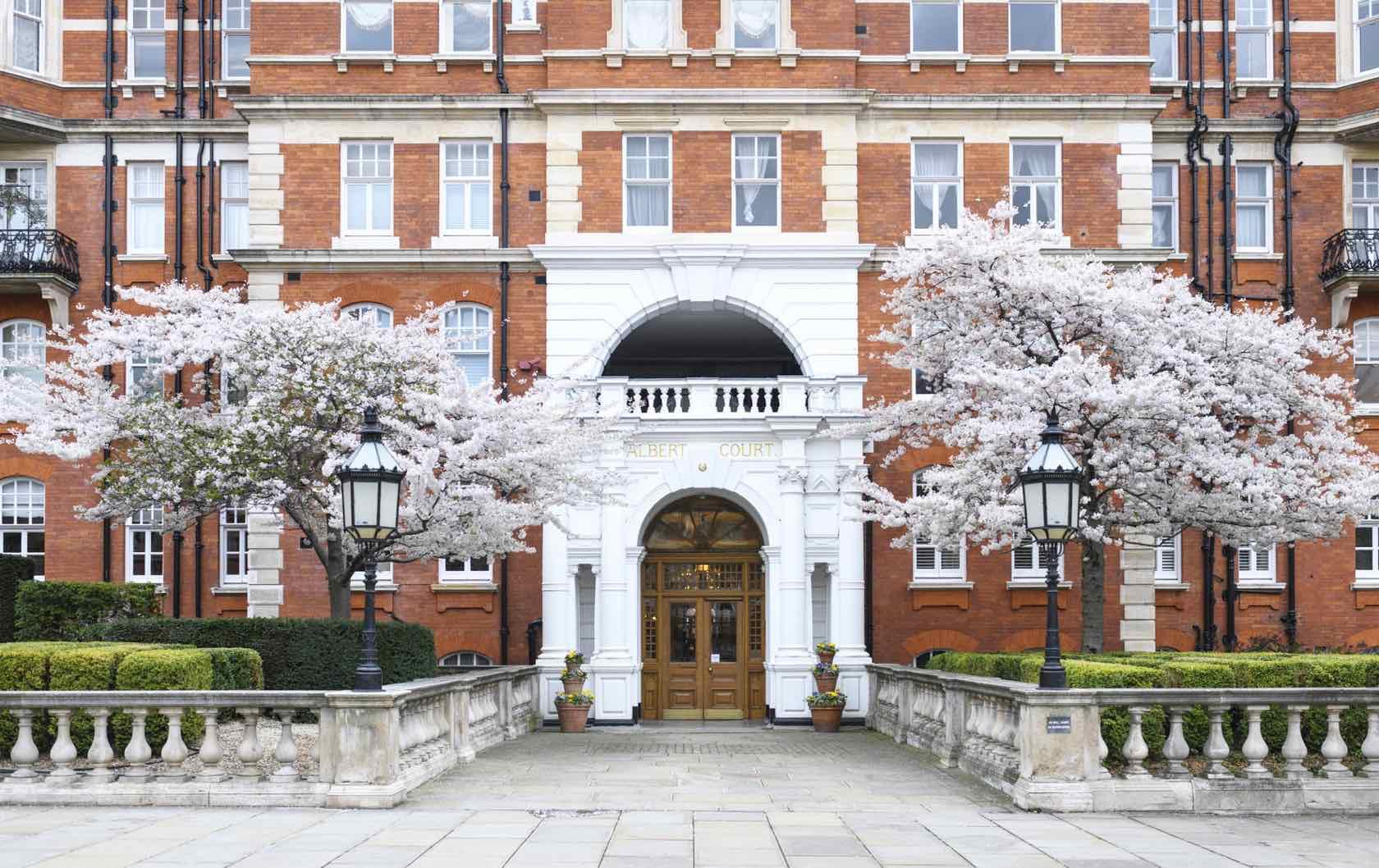 London in Spring flowering trees