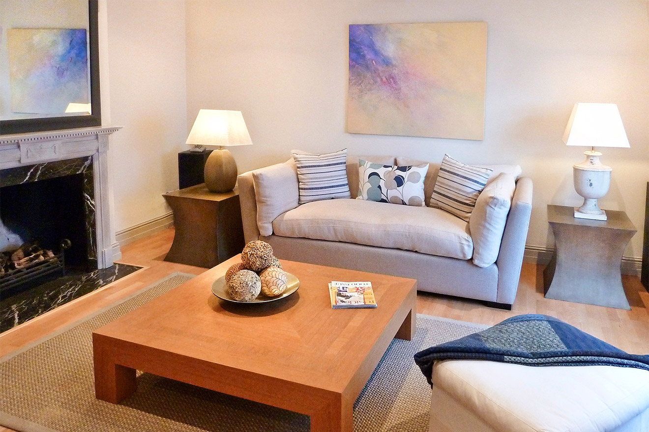 Mews vacation apartment rental in kensington london for Tranquil living room
