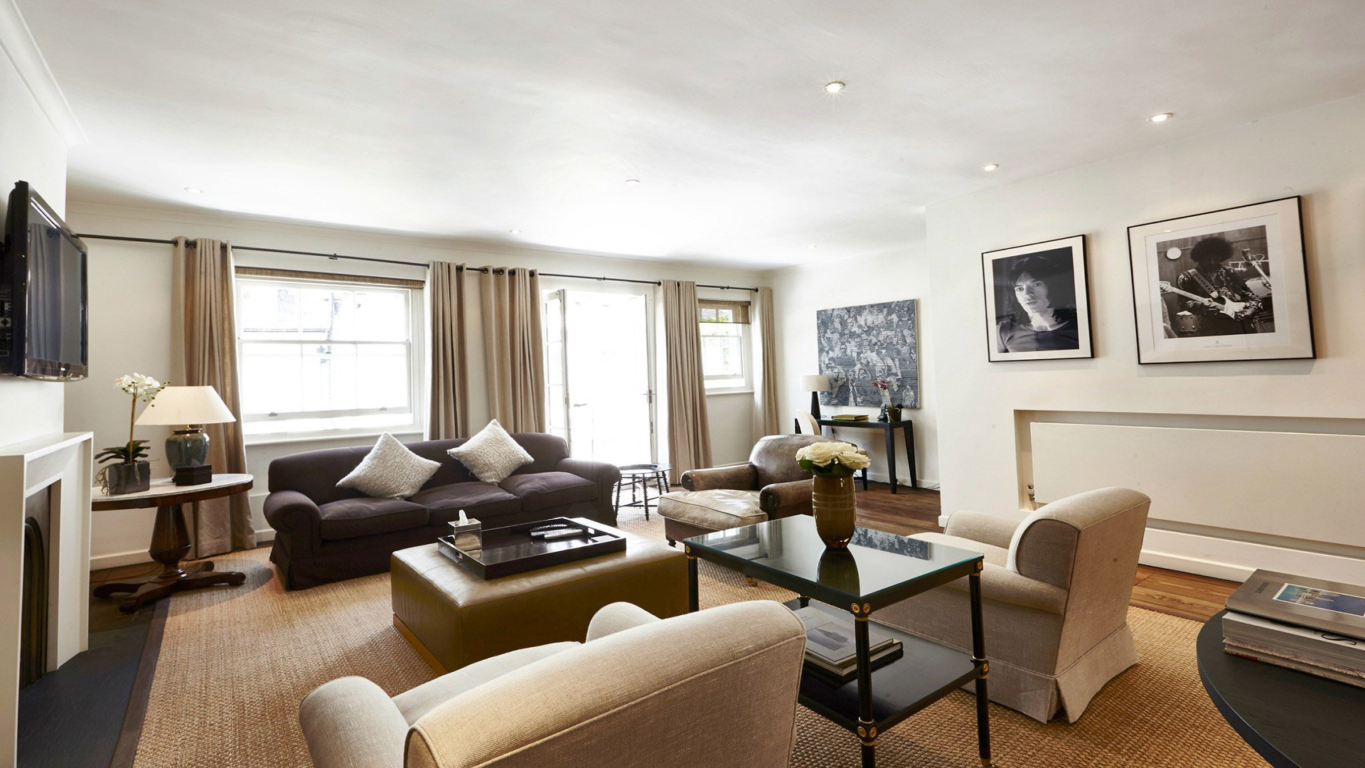 Contemporary 2 Bedroom Mews Home in Stylish Kensington
