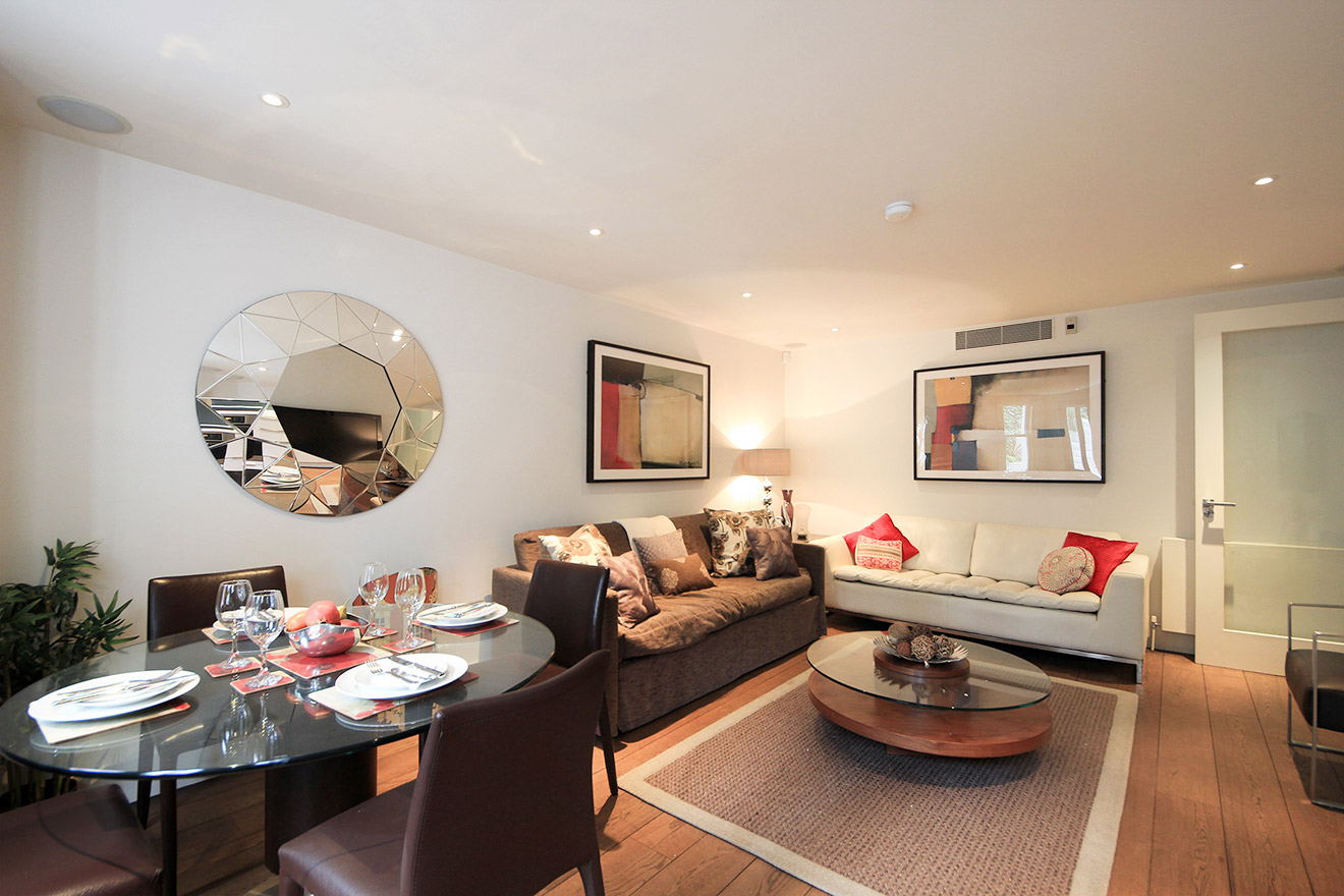 Comfortable Living And Dining Area Of The Gladstone Vacation Rental Offered By London Perfect