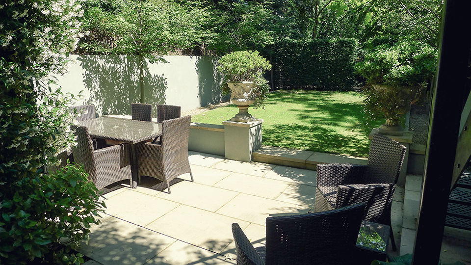 Two Level London Vacation Rental with Garden Near Holland Park