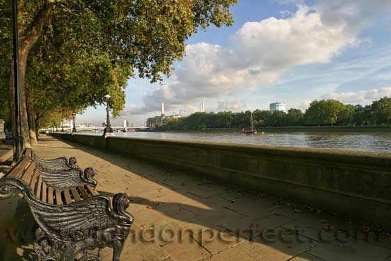 Walk along the Thames on the Chelsea Embankment