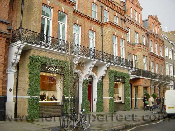 Designer boutiques and jewellers along Sloane Street