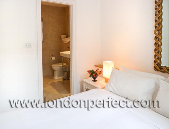 17 En Suite Bathroom Tiled In Beige Marble