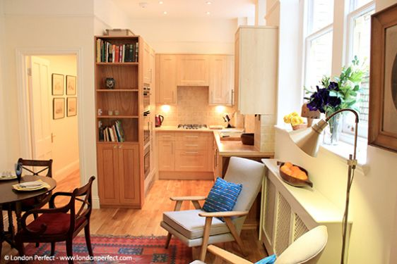 Sunny open plan living room and kitchen in Chelsea rental