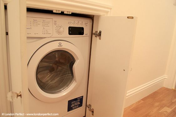 Washer and dryer combo in London vacation rental