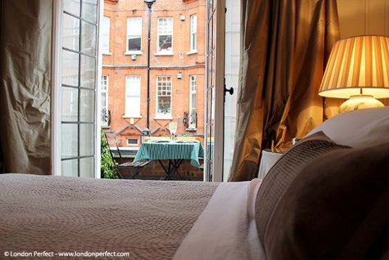 London Holiday Apartment with Private Balcony