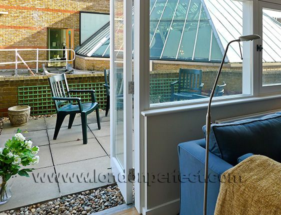 London Apartment with Patio Garden