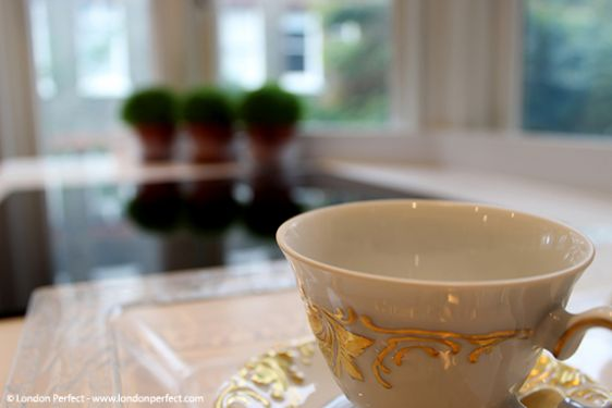 Gold leave saucer tea cup