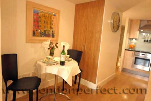 Studio apartment rental in south kensington london for Dining room table for studio apartment