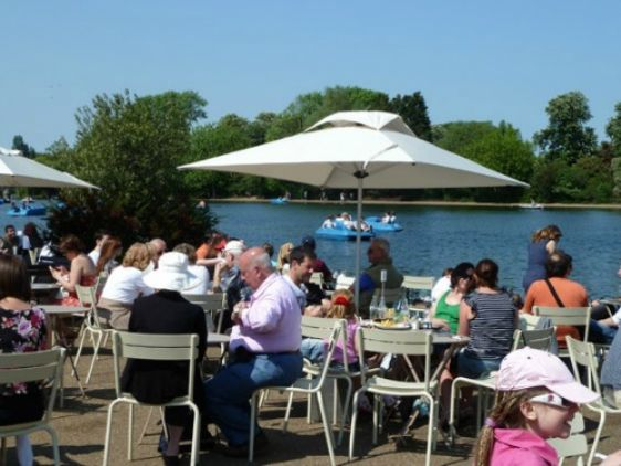 Have lunch at a café along the Serpentine in London