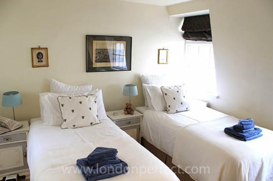 Sunny second bedroom with two single beds which can be made up as a dual-king bed