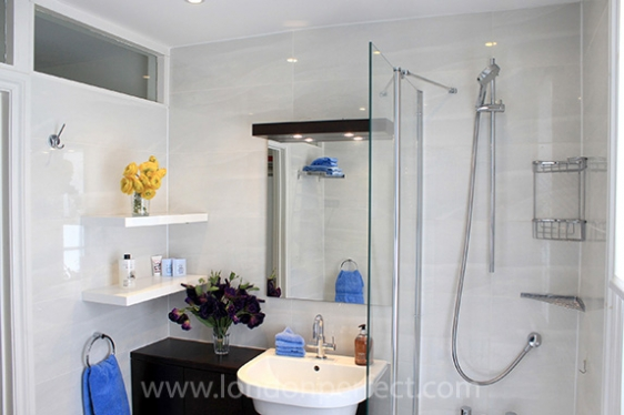 Bathroom with shower-bathtub combo, sink, toilet and bidet