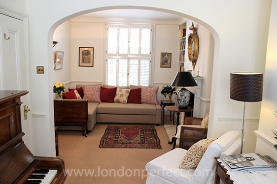 Cosy and comfortable living room in London vacation home