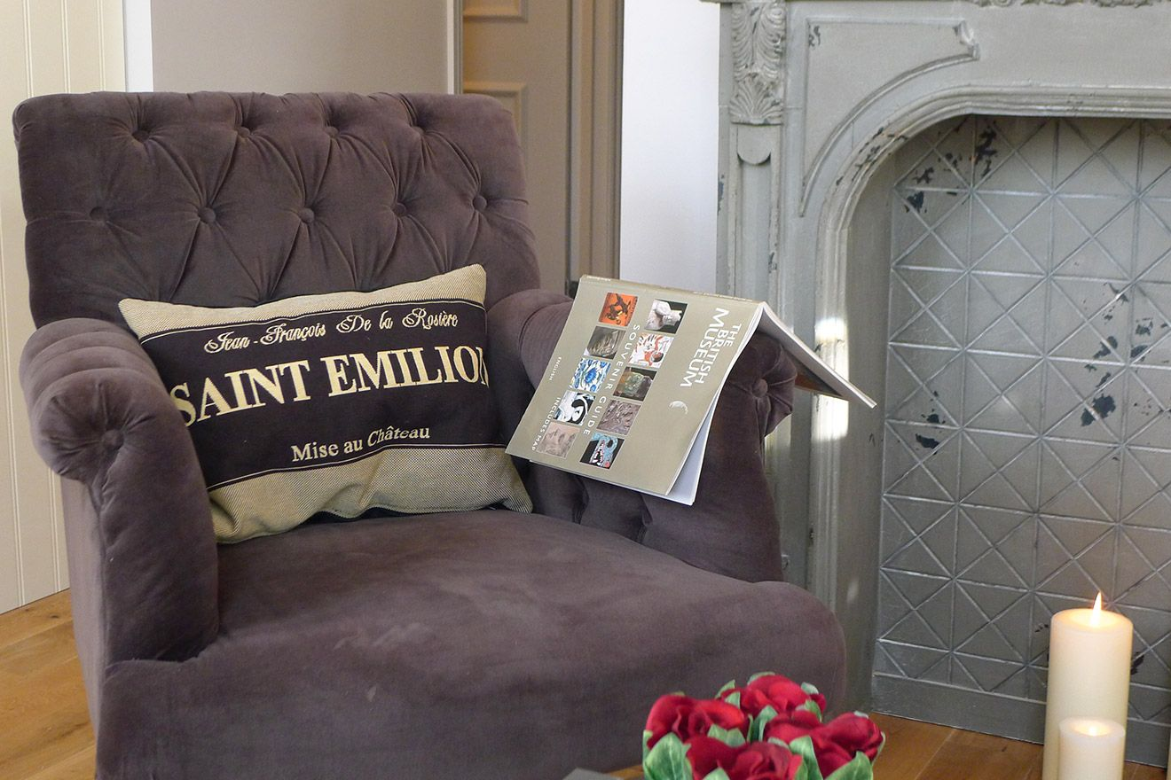 Lovely armchair in the living room of the Churchill vacation rental offered by London Perfect