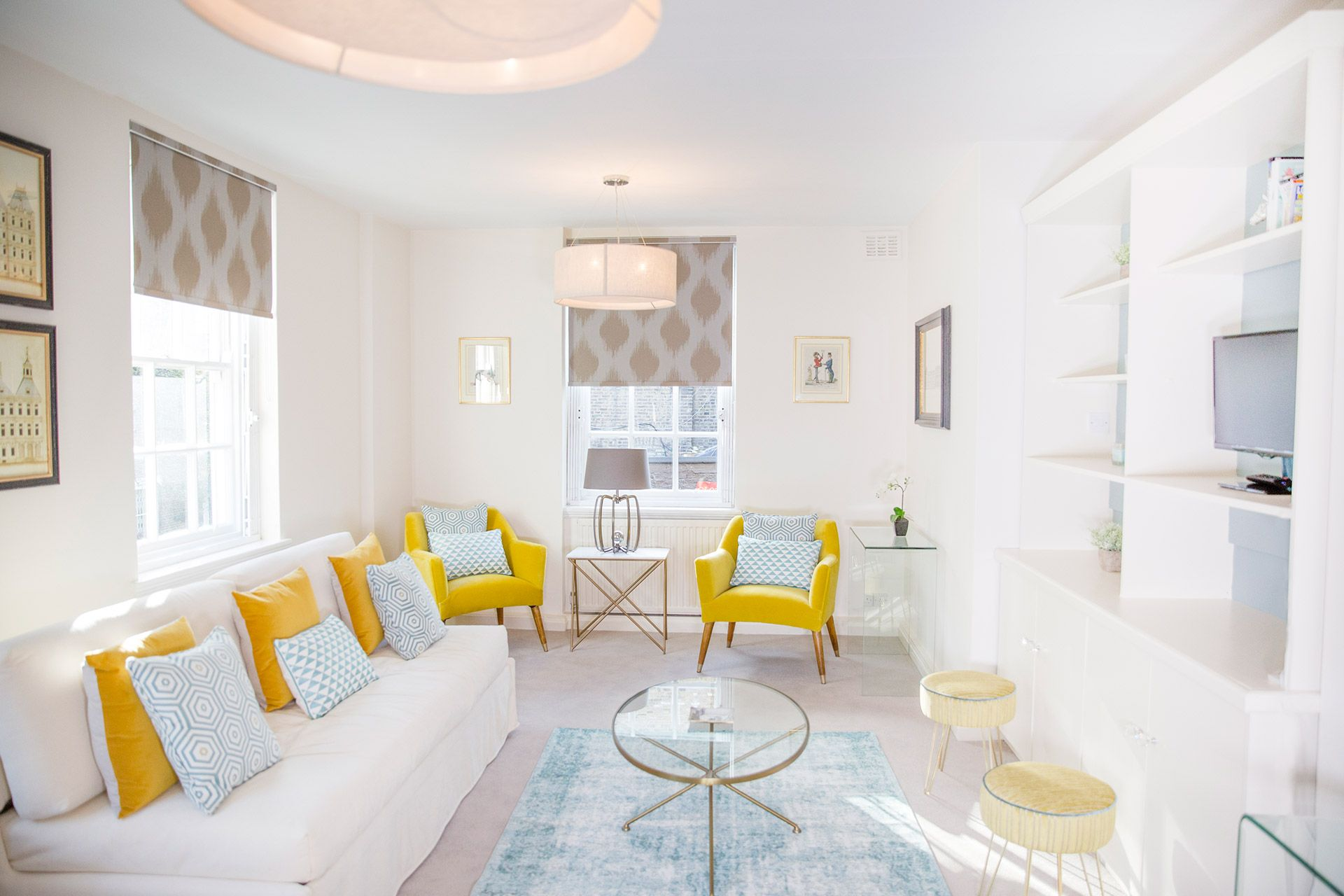 Bright and airy living space of the Gordon vacation rental offered by London Perfect
