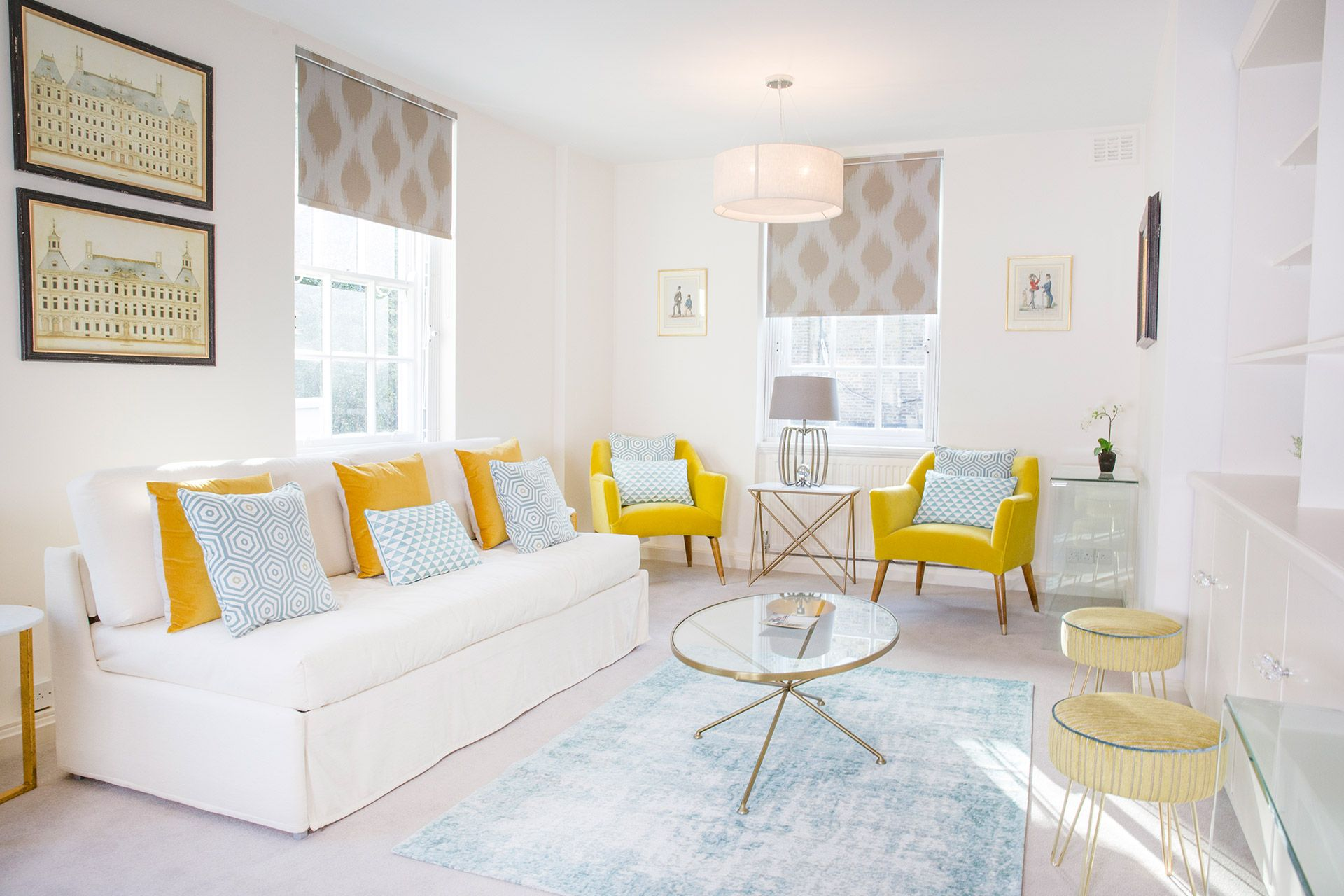 Large bright living room of the Gordon vacation rental offered by London Perfect