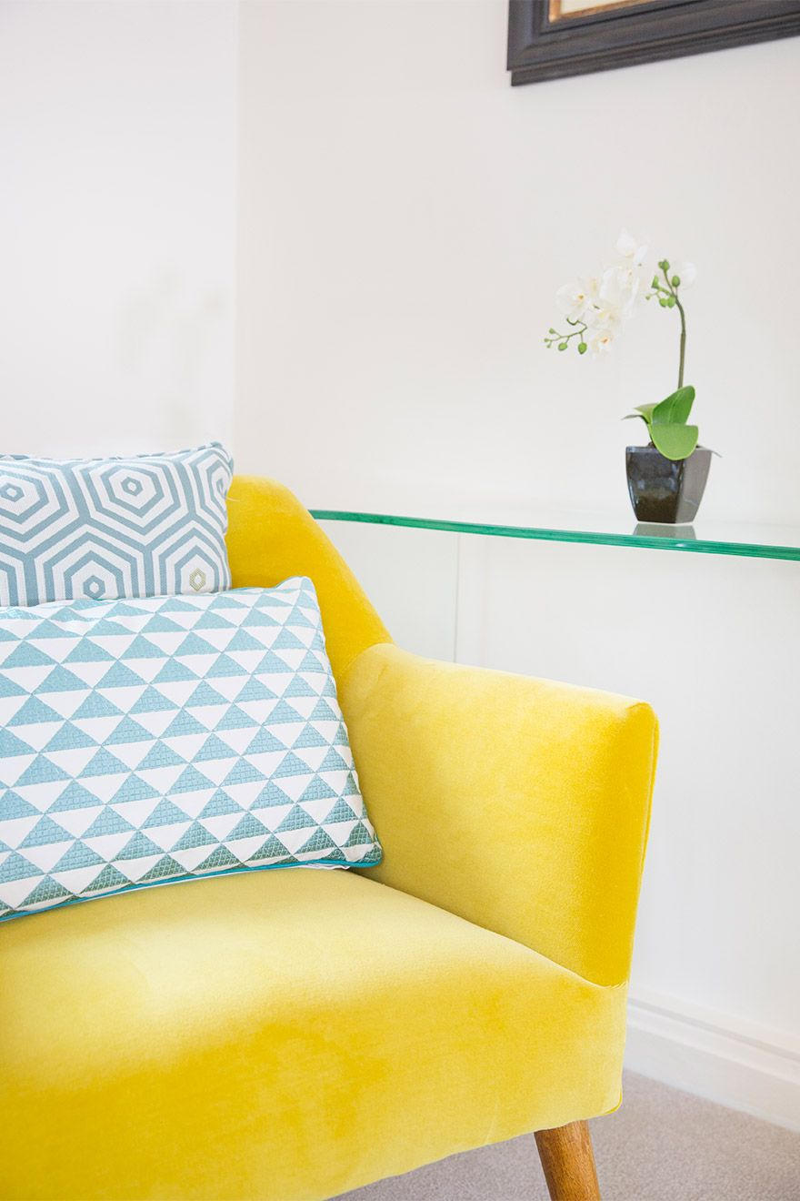 Yellow armchair with blue cushions in the Gordon vacation rental offered by London Perfect