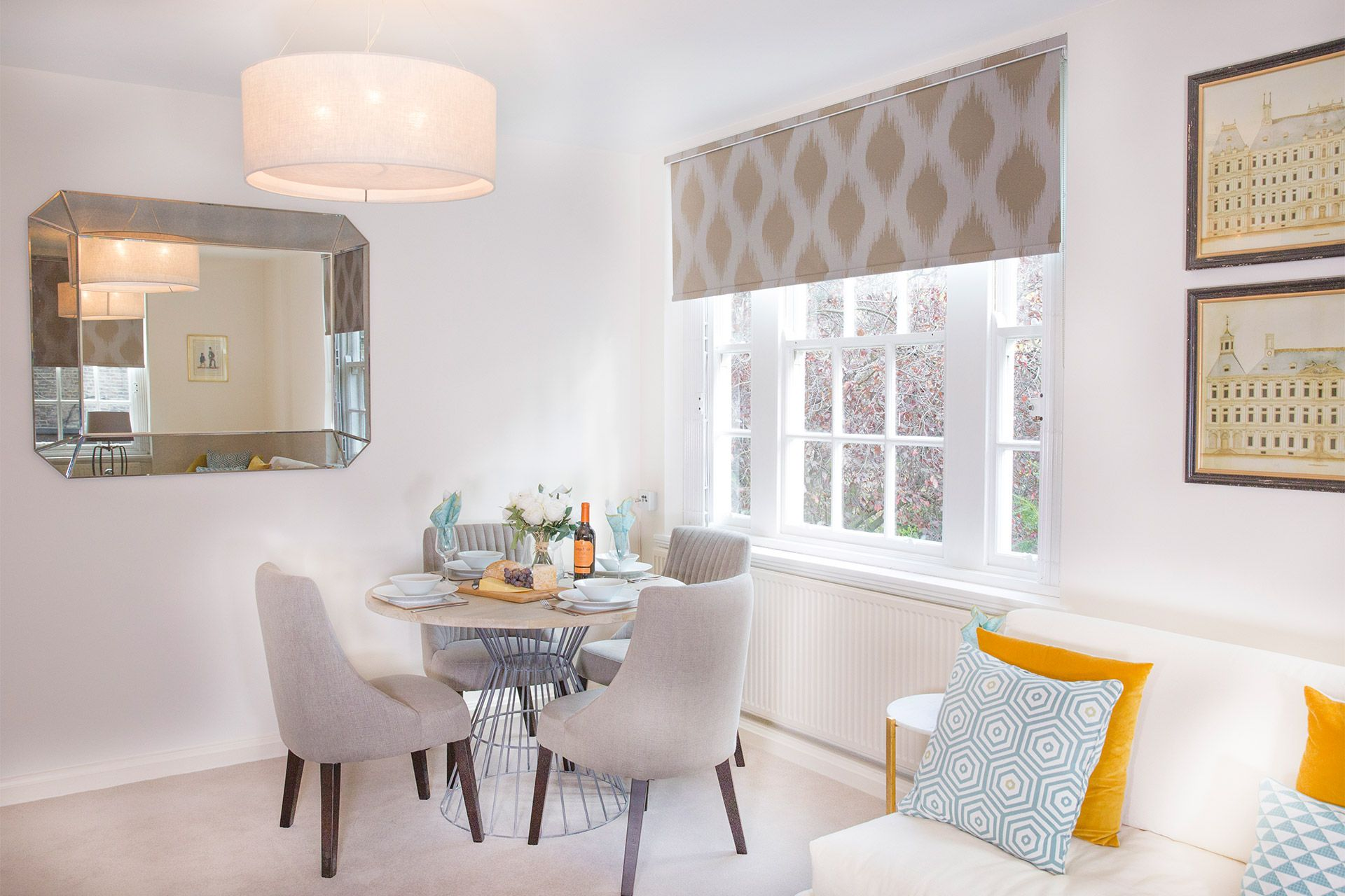 Dining table in the Gordon vacation rental offered by London Perfect