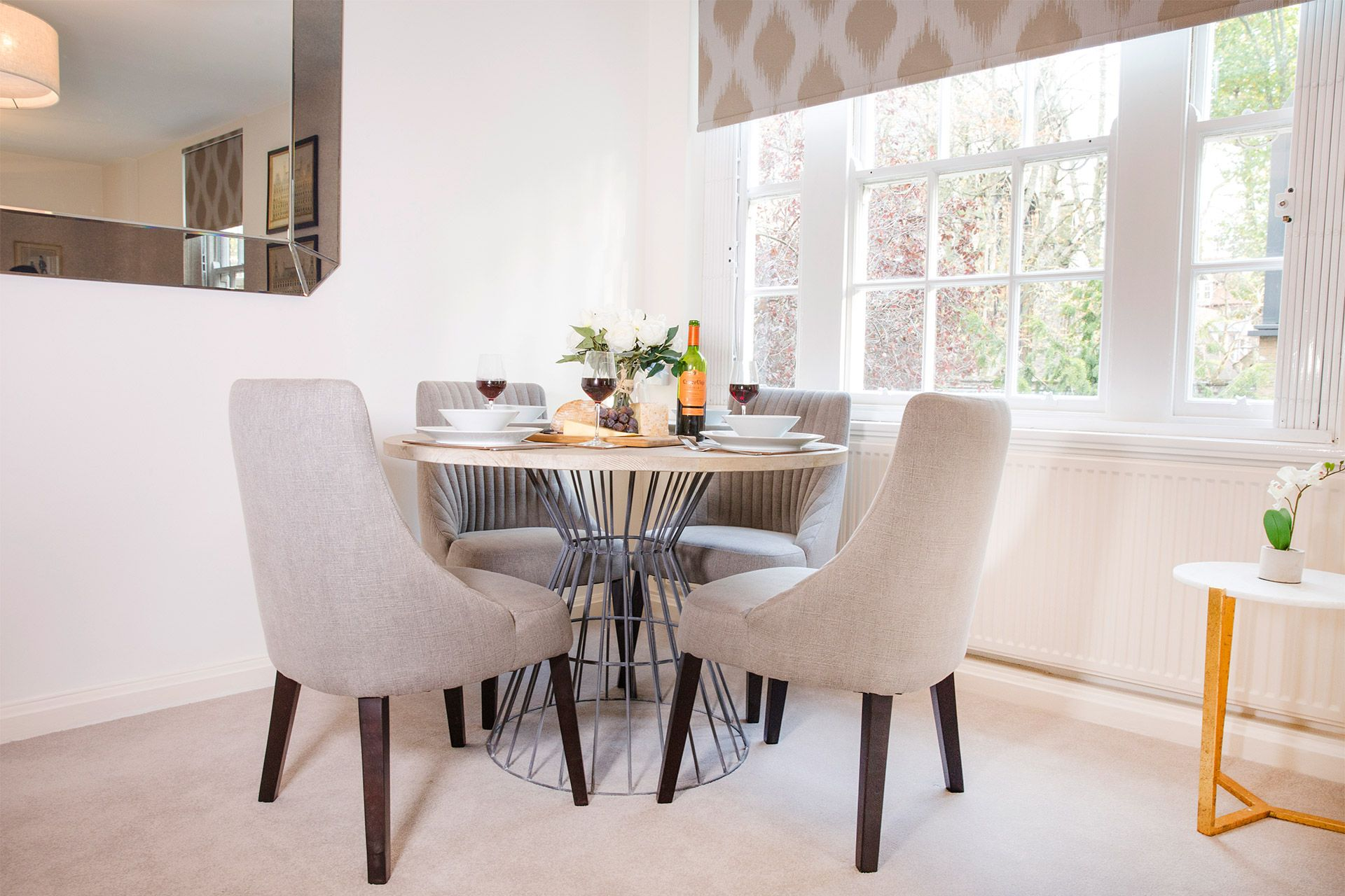 Elegant round dining table in the Gordon vacation rental offered by London Perfect
