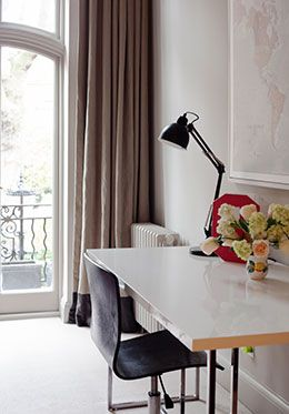 Desk with free wifi in the Sloane vacation rental offered by London Perfect