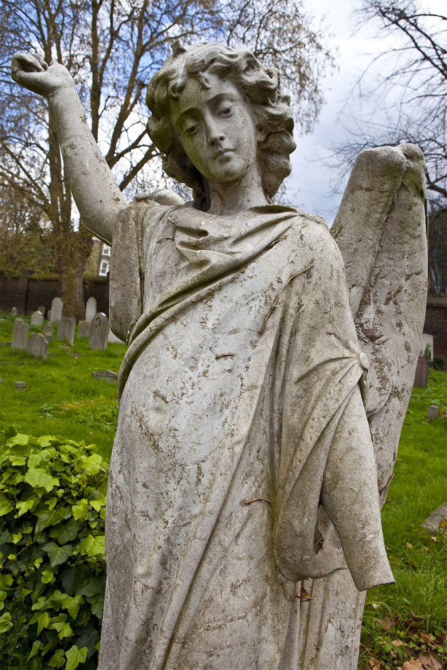 Angel statue in Brompton cemetery