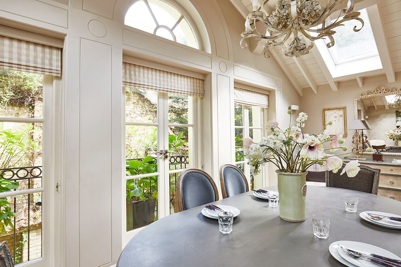 Large windows in dining room of the Victoria rental offered by London Perfect
