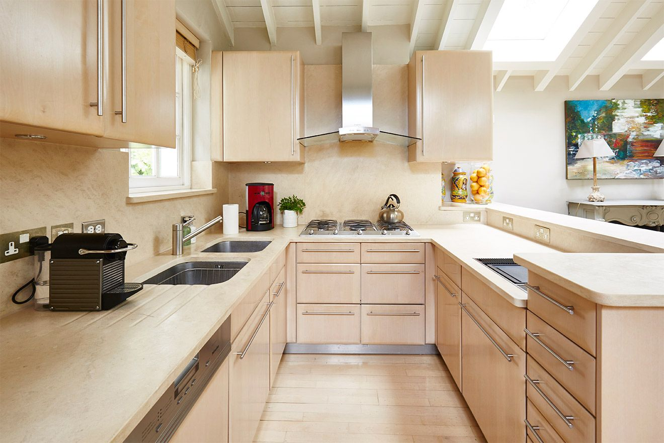 Large kitchen is fully equipped in the Victoria vacation rental offered by London Perfect