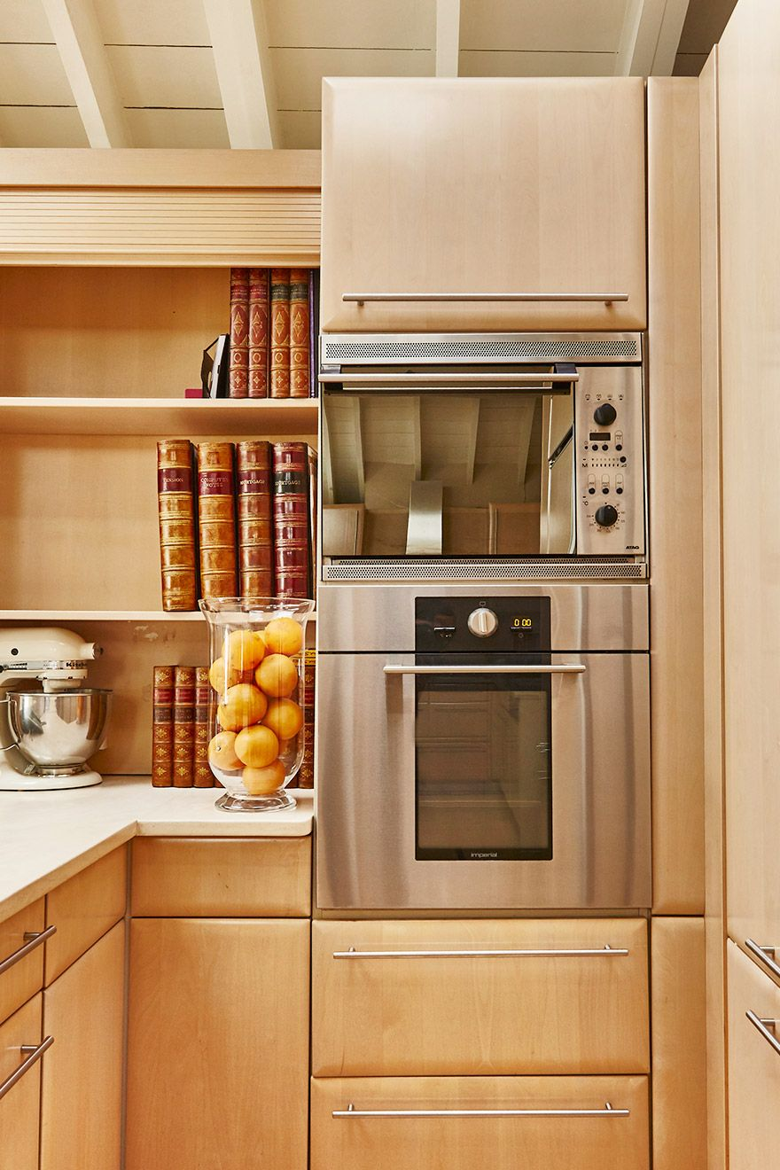 High end appliances in the kitchen of the Victoria rental offered by London Perfect